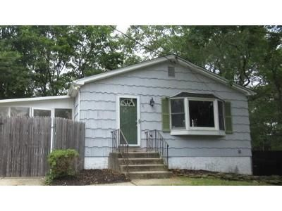 3 Bed 1 Bath Foreclosure Property in Sound Beach, NY 11789 - Tyler Ave