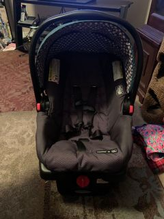 Graco SnugRide 30 infant car seat & 3 bases - ppu (near old chemstrand & 29) or PU @ the Marcus Pointe Thrift Store (on W st)