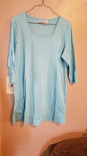 Large maternity 3/4 sleeve top
