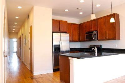 Stunning updated 3 bed/2 bath condo quality w/ AMAZING City Views