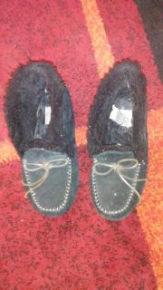 Women's size 7 ugg slippers