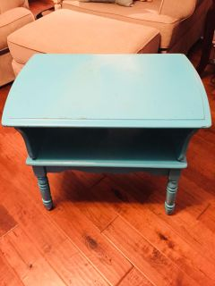 Old style side table/night stand, great project piece, size 28 L x 19 W x 23 H