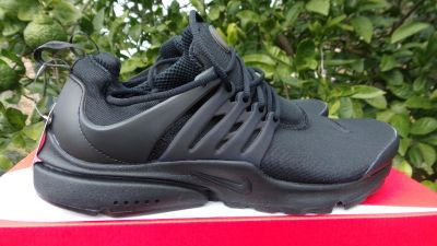 NIKE AIR PRESTO ESSENTIAL SIZE 10 NEW AND AUTHENTIC