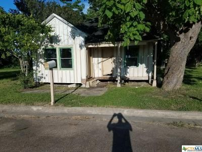 2 Bed 1 Bath Foreclosure Property in Victoria, TX 77901 - N Cameron St