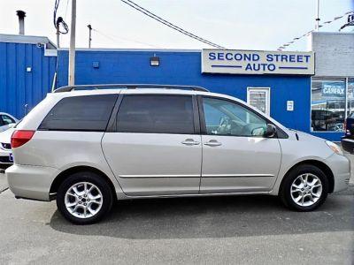 2004 Toyota Sienna LE 7 Passenger (grey)
