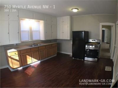 AVAIL AUG 7 - 3 bed /1 bath - INCLUDES GAS - Westside Grand Rapids