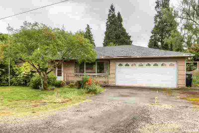 836 Charles Av S SALEM Three BR, Let your imagination run wild!