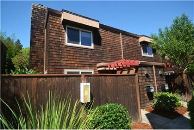 Private & Charming 2 Bedroom Townhome for Lease