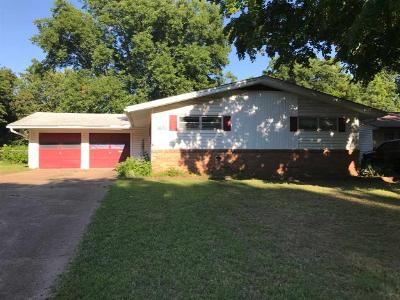 3 Bed 2 Bath Foreclosure Property in Ponca City, OK 74604 - Cedar Ln