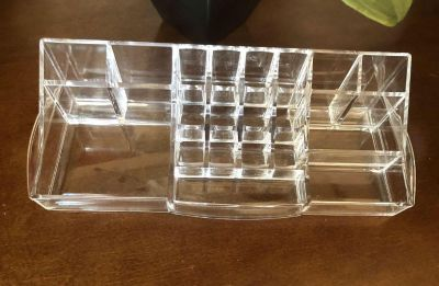 20 Compartmented Acrylic Cosmetic Organizer. Great Condition! High Quality!