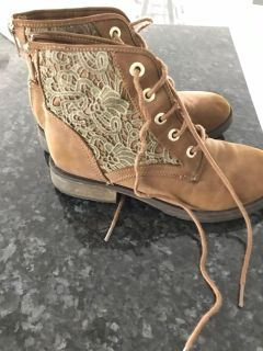 Ladies Steve Maddens boots size 5 worn once