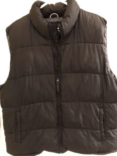 Black xl men s puffer vest from Old Navy. NEW