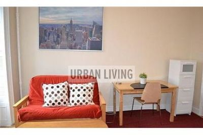 1 bedroom Apartment - The residence features an open kitchen equipped with custom cabinetry.