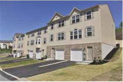 Gorgeous 3 Bedroom Townhome!