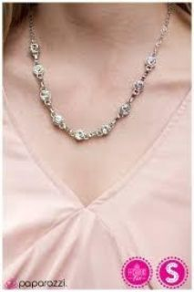 Brand new paparazzi necklace with matching earrings