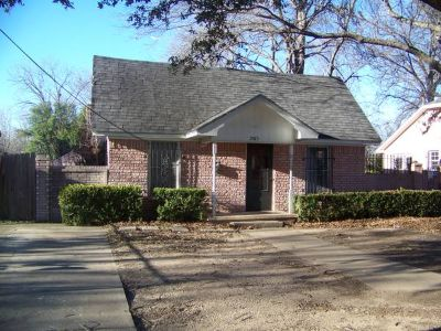 x002464500 Owner Finance. 4 Bed, 2 Bath, 2 Living Areas.  (2015 McFerrin Ave)