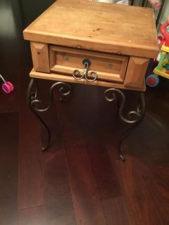 End table *great for a diy project