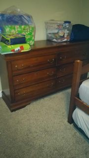 Dresser with mirror in good condition