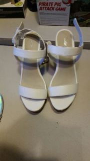 Brand New - Never Worn - WOMENS Size 9 White Open Toed Heels