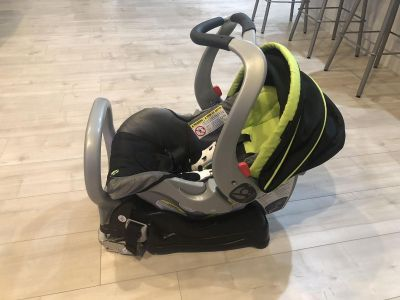 2 baby trend car seats and stroller