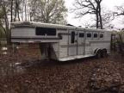31 Foot Sundowner Horse Trailer