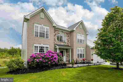 521 Willow Glen Cir DOWNINGTOWN Four BR, One of the area~s best
