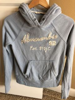 Juniors XS Abercrombie & Fitch Light blue hooded sweatshirt. Soft material and in great condition. Smoke free home