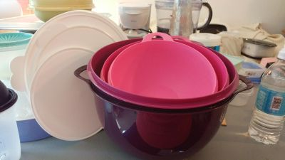 Tupperware That's-a-Bowl Mixing / Serving Bowl Set w/ Lids - PRICE IS FIRM
