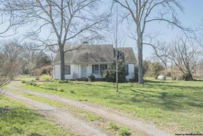 Great 3br 2ba home on 5.01 Acres of land for sale in Readyville!
