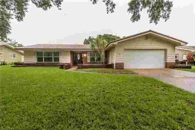2218 Grovewood Road CLEARWATER, GREAT CURB APPEAL!!