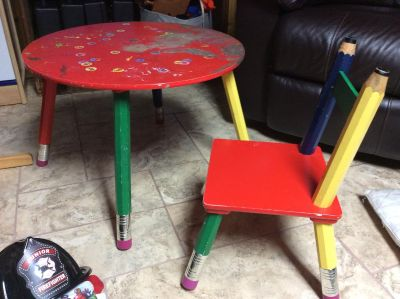 Pencil table and chair