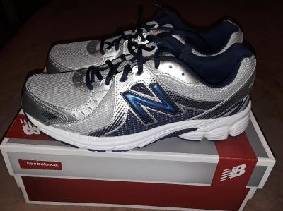 $30 Firm Brandnew Mens size 11 New Balance Shoes to small for my son