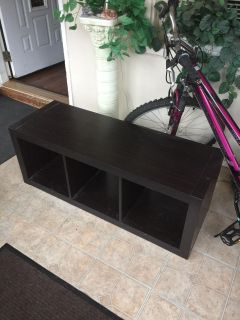 Tv stand 44 1/2 l x 16 d x 17 h great condition