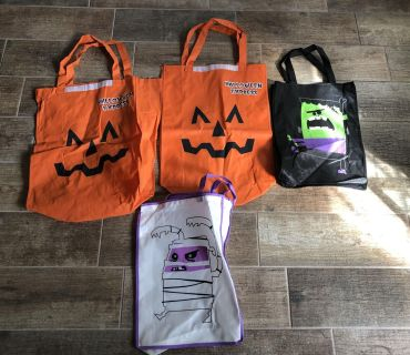 Lot Of 4 HALLOWEEN Trick Or Treat Bags