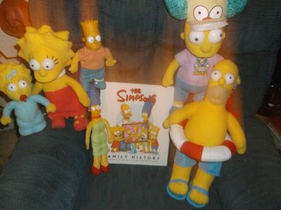 SIMPSONS DOLLS & FAMILY HISTORY BOOK