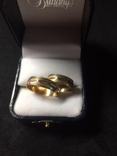 Vintage his and hers wedding bands set