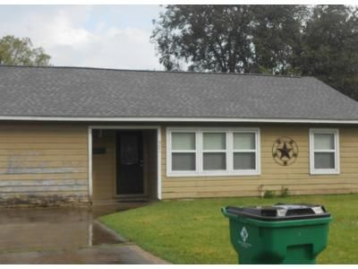 Preforeclosure Property in Angleton, TX 77515 - San Felipe St