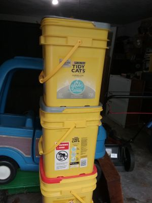 Clean kitty litter containers