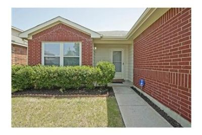 Adorable move-in ready home in the desirable Wynfield Farms. Washer/Dryer Hookups!