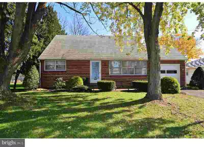 419 N 6th St Hamburg, Spacious and bright brick Cape Cod in