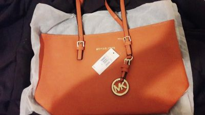 Mk purse butt brown,w tag new sales at Macys for $248