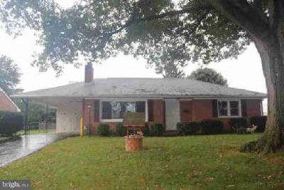 906 Kenwood Dr Hagerstown, Cute all brick ranch style home