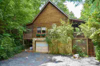 796 Gibson Rd. Bryson City Two BR, Come see this true log gem!