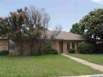 1509 Silverleaf Drive CARROLLTON Four BR, Great one story home