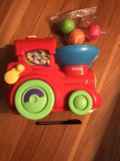 Playskool Train with 3 Balls. EUC. Motorized & balls come out the back. Works but needs batteries. Makes noise.