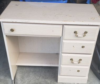 Free project desk in Grants Pass