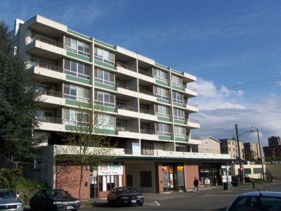 Bright 2/1  - University District Apartment