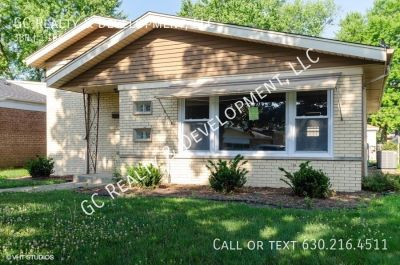 ***3 BDRM / 1.5 BATH - HARDWOOD / 2 CAR GARAGE / UPDATED KITCHEN & BATH***