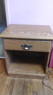 End table $5 bought off here, ok con looks bad but very sturdy