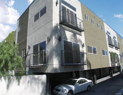 For Sale: 3 Bed 3 Bath condo in North Hollywood for $590,000